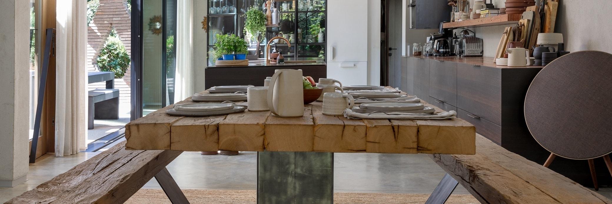 Tables à manger en bois ancien